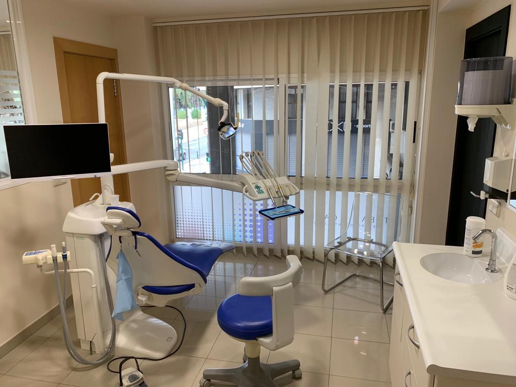 implante dental en elche centro